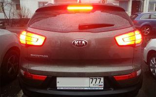 Как заменить лампочку стоп-сигнала в автомобиле KIA Sportage