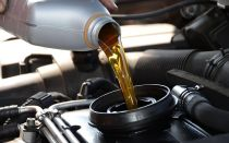 Объем масла в двигателе: сколько масла нужно заливать в двигатель?