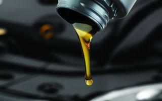 Как правильно долить масло в двигатель: можно ли доливать масло в горячий двигатель, куда заливать масло